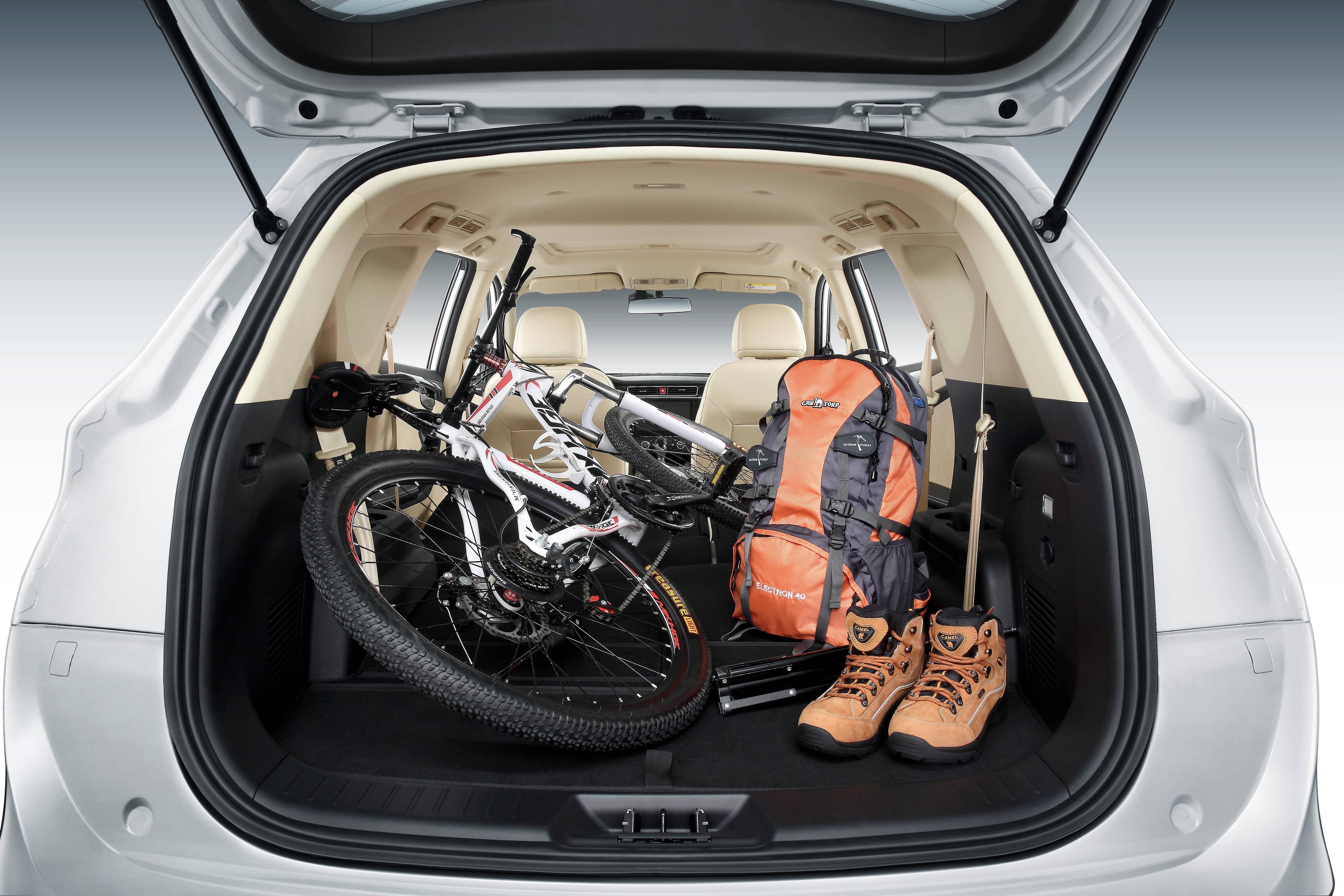 interior-trunk-2